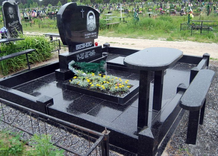 памятник на могилу цена заказать у настоящих мастеров